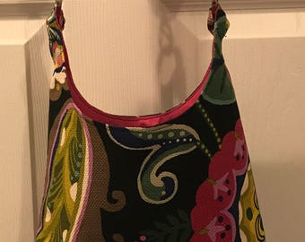 Floral wine dispensing purse with pink lining!