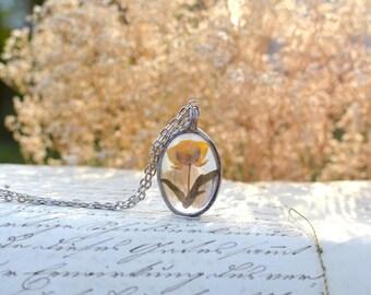 Yellow wildflower TERRARIUM necklace, oval pendant, yellow flower, wildflower, terrarium jewelry, vegan jewelry pressed flower pendant