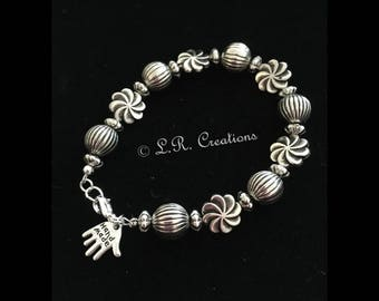 Beaded bracelet with lobster claw clasp