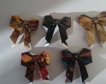 5 small origami bows of pre raphaelite paintings