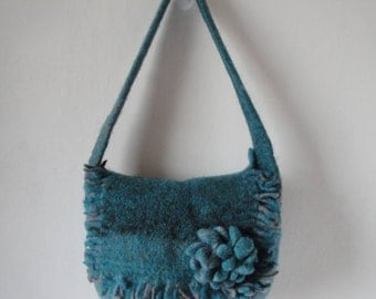 felt saddle bag, flower corsage purse, sea green blue bag, fringed handbag, aqua two tone purse, turquoise multi bag, blue felt shoulder bag