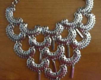 Vintage Sarah Coventry 1975 Silver Tone Necklace Charisma