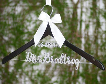 Wedding Dress Hanger, Personalized Wedding Hanger with Date, Bride Hanger, Custom Bride Name Bridal Hanger, Bridal Party Gift vet0010