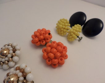 4 pair of Vintage glass beaded earrings MCM 60's clip yellow are plastic