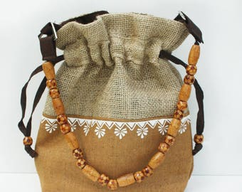 Jute and cotton bucket bag with beads handle.
