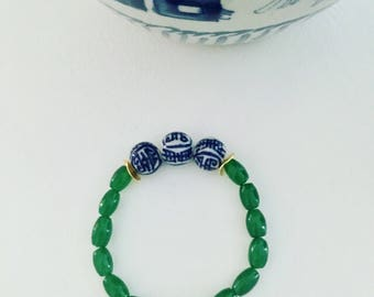 Blue and white beaded bracelet | GREEN, chinoiserie, Chinese, Asian, navy, stretchy, gold, jade, emerald