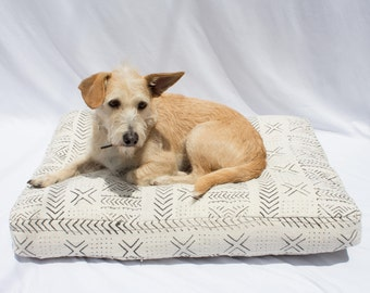 Mudcloth Dog Bed // Medium // black & white bohemian shibori pet bed pillow