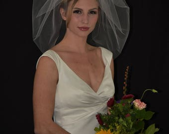 "22"" Single Tier  Bubble Veil with Cut Edge"