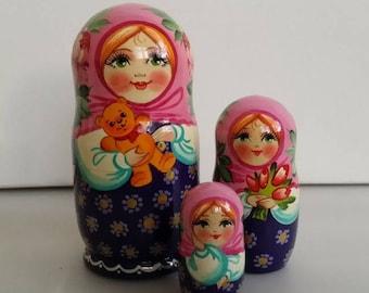 With a teddy bear, 3pieces Russian doll matryoshka