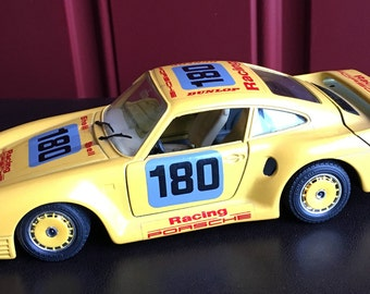 Beautiful Yellow Porsche 959, diecast metal 1/24 scale, made in Italy by Burago