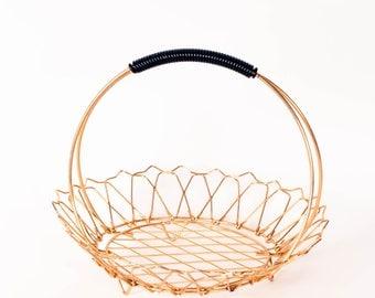 Gold Wire Basket, Brass Wire Basket, Retro Fruit Basket, Vintage French Centerpiece, Gold Table Decor, Round Bread Basket, Scoubidou Basket