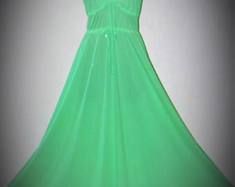 Vintage 1960's Retro JOHN KLOSS for CIRA Nightgown Loungewear Lime Geen Mod Unique size Large/L Excellent Cond.