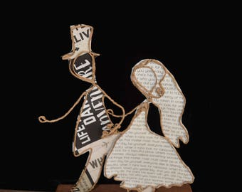 Decoration mariage: kraft figurine, original Etlabobinettecherra creations, original gift, personalization possible, paper poetry