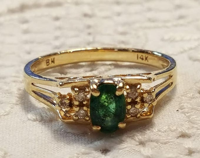 14K Solid Yellow Gold Ring Solitaire Emerald and Diamonds US Size 7