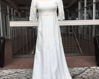 Short Sleeved Vintage Bridal Gown with Lace Sleeves