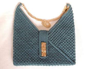 Crochet bag teal green lanyard. The ochre lining creates a nice contrast. Finished with gold buttons and gold chain strap.