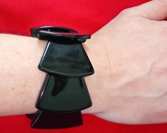 VINTAGE black plastic, elasticated bracelet with a geometric pattern, overlapping trapezoids, in a retro style, 1980