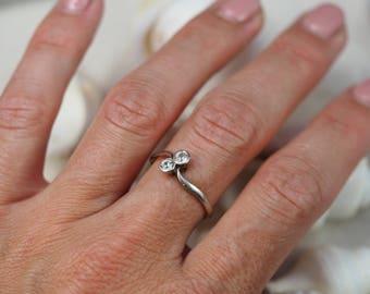 Antique Platinum Diamond Toi et Moi Ring / Bypass Ring