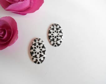 4 sequins oval charms 26 mm black white