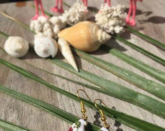 Tropic collection on frame with pretty white Parrot earrings