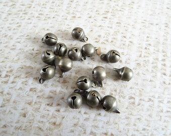 20 charms mini 8mm brass bells