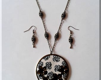 Necklace - Round earrings white flowers with black roses