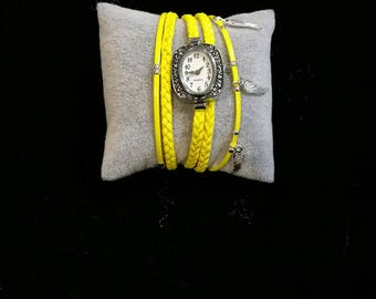 Wristwatch rows multiple all in yellow