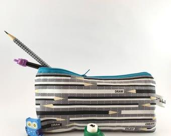 Astuccio scuola portapenne portamatite pochette matite su grigio