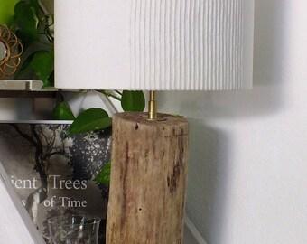 Lampe à poser en bois flotté abat-jour blanc