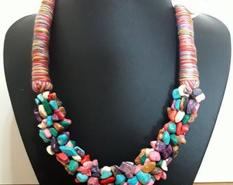 Necklace of stones and yarn of varied colors