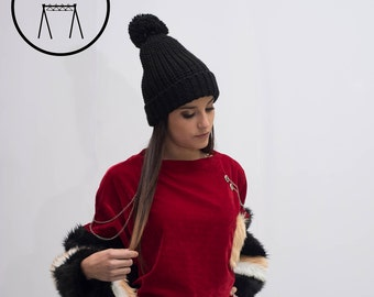 Red velvet sweatshirt with fluffy sleeves and chains