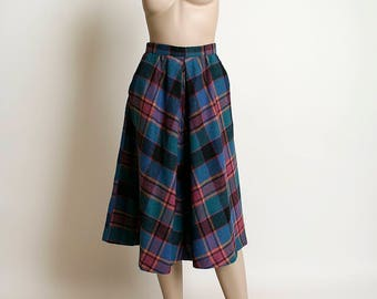 Vintage 1970s Plaid Skirt - Wool Plaid in Pink Blue Green Black with Pockets - 70s Skirt - Flared - Small