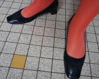 vintage 60s 70s wingtips black suede leather pumps heels square toe spectator 38 39 mod twiggy gogo 1960s 1970s