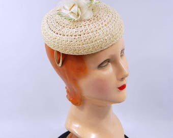 Mid 1950s Ivory Straw Floral Hat //  Ivory Small Brim // Youthful Spring Hat Pillbox Fascinator Cocktail Hat 50s