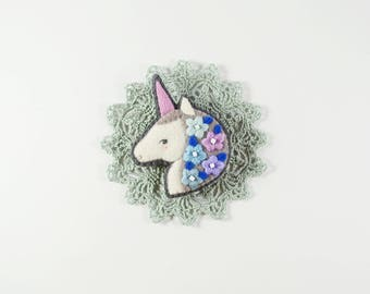 Unicorn Felt Brooch / Winter Unicorn Brooch / Magic Unicorn Felt Brooch / Mythical Horse Brooch / Bright-colored Unicorn Pin / Magic Animal