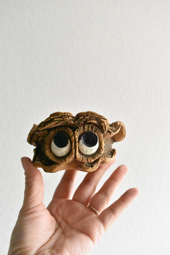 1980s adorable big eyed clam seashell figurine / sculpture