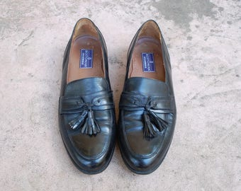 Vintage Mens 9d Bostonian Stockbridge Black Leather Slip On Tassel Loafers Loafer Oxfords Classic Dress Shoes Preppy High Fashion Hipster