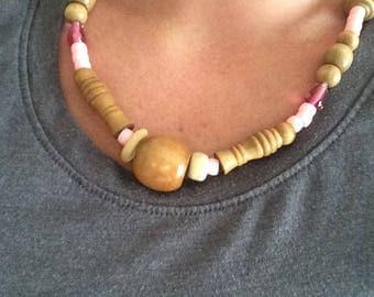 Pink/beige wooden/plastic bead necklace