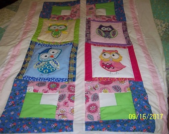Baby quilt with appliqued owls