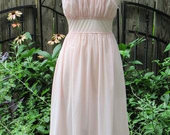 Vintage 1950s Vassarette Pink Embroidered Empire Waist Nightgown Negligee / 50s Bombshell Lingerie Nightie / Honeymoon Nightgown Size 36