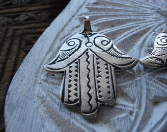 Moroccan silver colour  hand engraved  hand pendant with zig zags