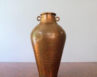 Vintage Arts and Crafts Wall Handarbeit German Copper Urn / Vase Hammered Copper Vessel