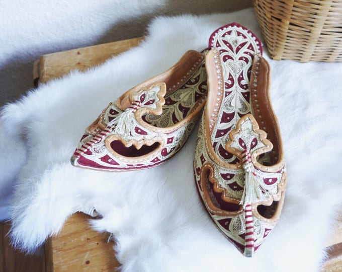 Handmade Embroidered Pakistani Khoosa Slip On Shoes - Red and White Leather Lined