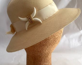 Vintage 1960s Women's Fabiani Woven Straw Hat Horn Gold