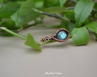 Labradorite Wire Wrapped Ring. Size 7. Fantasy Gemstone Ring. Antique Copper Ring. Gypsy Jewelry. Boho Crystal Ring. Unique Gemstone Jewelry