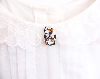 Calico cat cross stitch pin, gifts for cat lovers, kitten collar pin, cat pin, gifts under 30, gifts for cat moms, calico cat pin