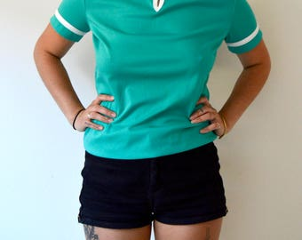 Raquet - teal top with white trim  - teal green t shirt blouse with keyhole neckline - 70s blouse - 70s fitted t shirt - rouged shoulder top