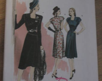 Retro Butterick 5281 Womans 1946 dress pattern UN Cut Womans sizes (6,8,10,12)