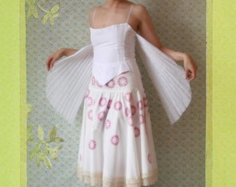 The wing strapless, pleated cotton organdy.