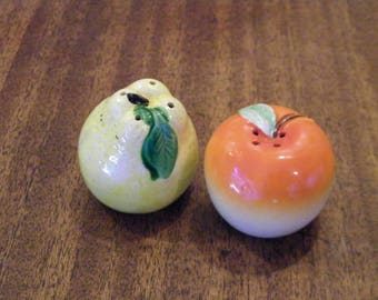 Vintage Pear Apple Salt Pepper & Shaker Japan